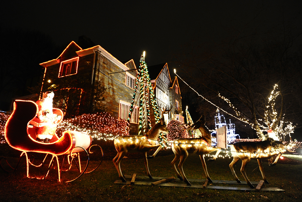 Hines Drive Christmas Lights 2021 Guide To The Wayne County Lightfest Cbs Detroit