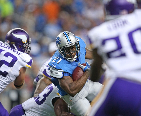 DETROIT, MI - SEPTEMBER 08:  Reggie Bush #21 of the Detroit Lions runs for a short gain during the third quarter of the game against the Minnesota Vikings at Ford Field on September 8, 2013 in Detroit, Michigan.  (Photo by Leon Halip/Getty Images)