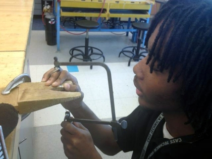 Student Joseph Powell puts the finishing touches on his jewelry. (Credit: Vickie Thomas/WWJ Newsradio 950)