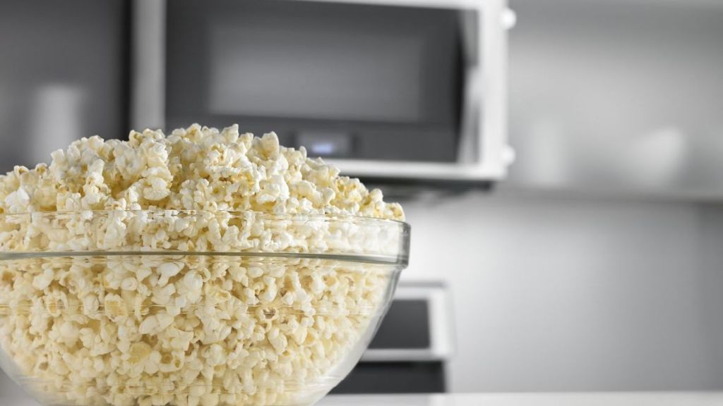 New Whirlpool Microwave Listens To Your Popcorn Stops Automatically Cbs Detroit
