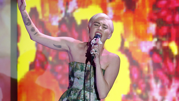 Miley Cyrus Posts Another Nude Photo, And More Of Whats Trending Today With -9134