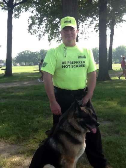 Search volunteer Rob Kempert is seen with his dog, Damion. (credit: Marie Osborne/WWJ)