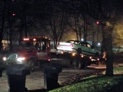 Crews load the suspects' vehicle onto a wrecker. (Credit: Mike Campbell/WWJ Newsradio 950)