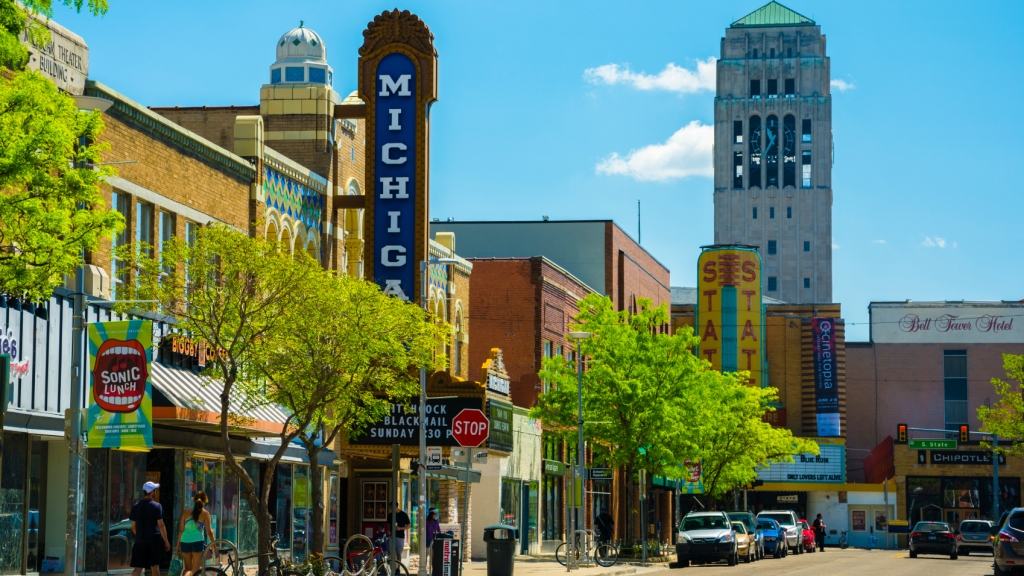 Image of the downtown strip of ann arbor mi