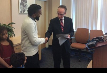 Didarul Sarder, left, shakes hands with Warren Mayor Jim Fouts. (credit: Sandra McNeill/WWJ)