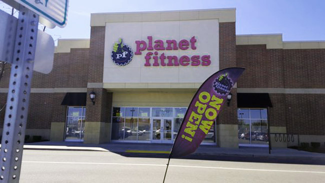 Detroit S First Planet Fitness Open For Business At 8 Mile Woodward Cbs Detroit