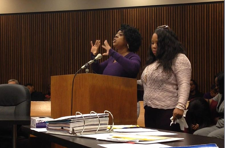 The victim's mother, LaShonda Globe, gestures as she speaks before the court alongside one of her daughters. (credit: Ron Dewey/WWJ)