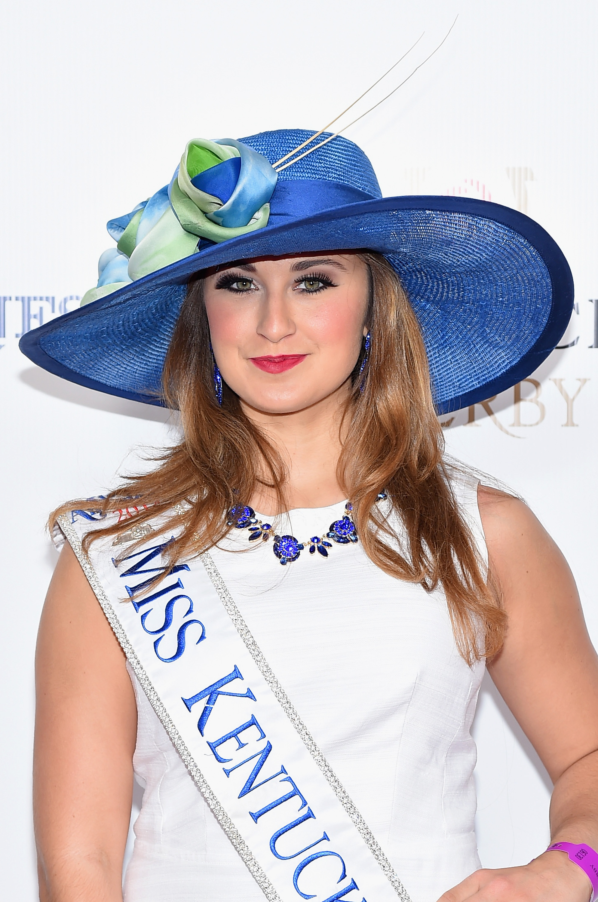 Former Miss Kentucky accused of sending nude photos to 15