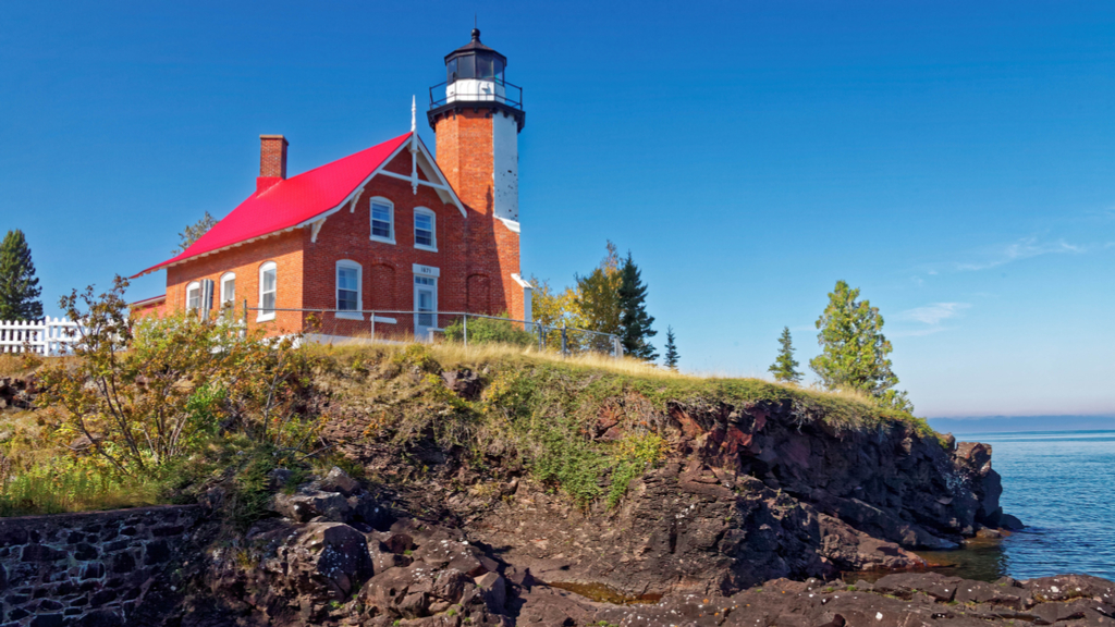 3 Michigan Lighthouses To Receive State Preservation Grants – CBS ...