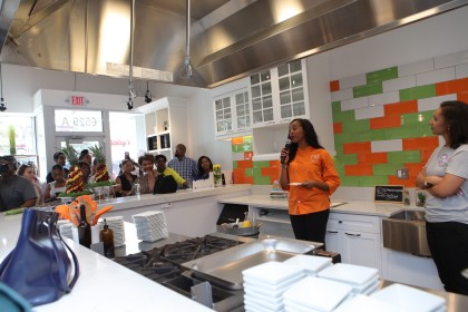 New Center Welcomes The Kitchen By Cooking With Que Cbs Detroit