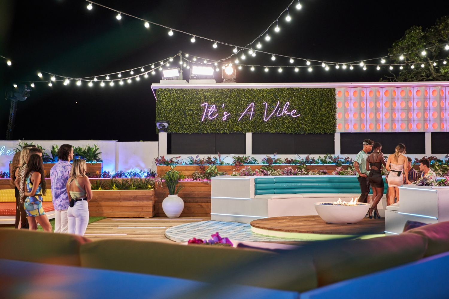 'Love Island' Welcomes Genny Shawcross, Flo Cash And eight Others This Sunday Evening On CBS